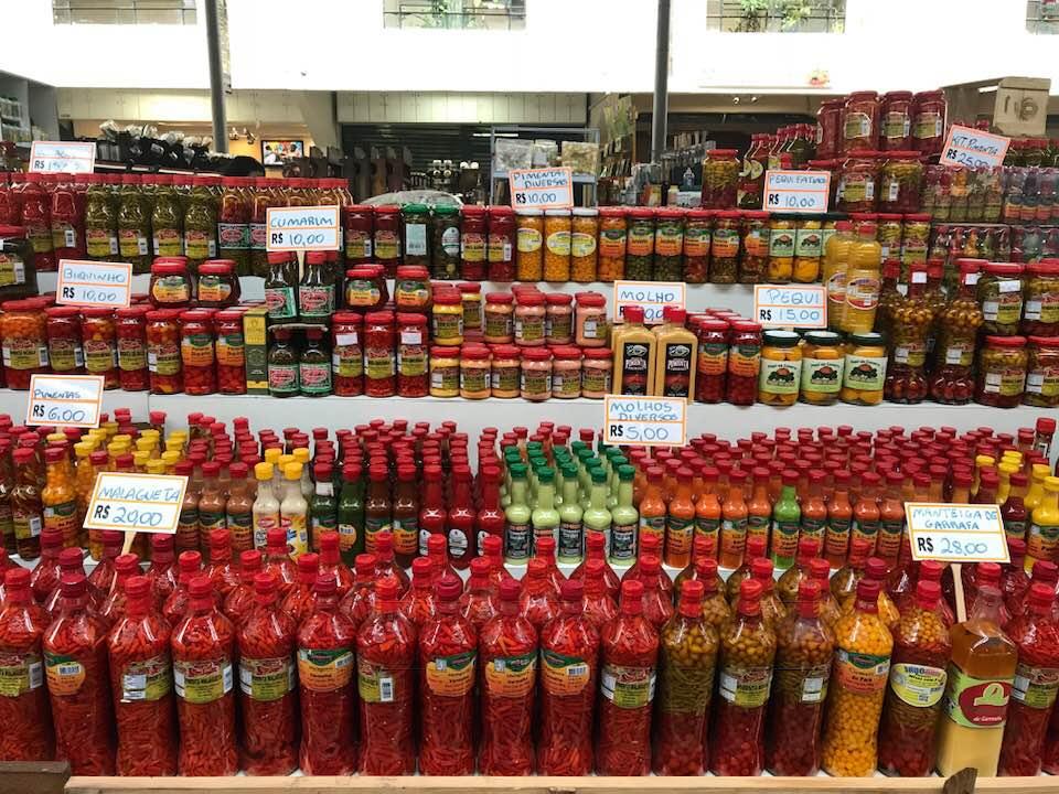 Não perca a oportunidade de conhecer o Mercado Municipal Kinjo Yamato. O estabelecimento é menor, mas tem uma grande variedade de frutas e legumes, restaurantes e boxes com plantas e flores | Foto Divulgação