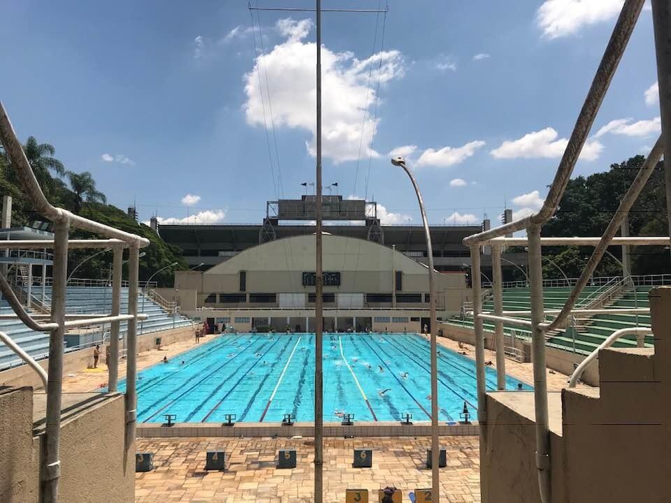 Piscina do Estádio do Pacaembu é aberta para os associados e também é feita para receber competições | Foto: Divulgação