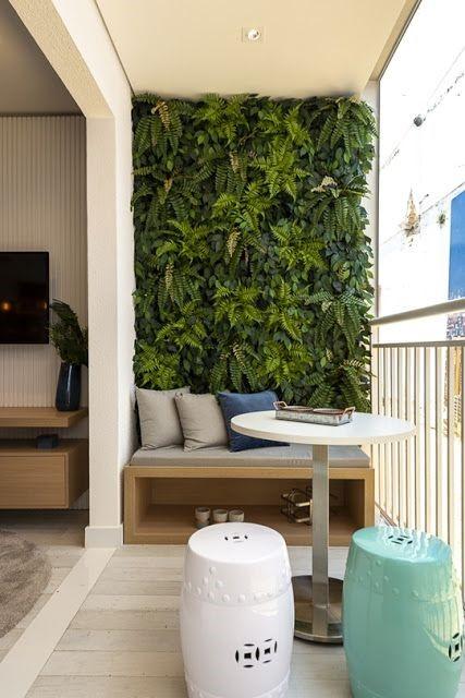 A tendência dos jardins verticais: benefícios, como cultivar e embelezar seu espaço.